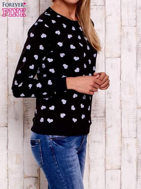 Czarna bluza z nadrukiem serduszek                                  zdj.                                  3