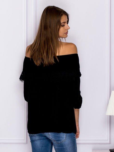 Czarna bluzka hiszpanka z koronkową lamówką                              zdj.                              2