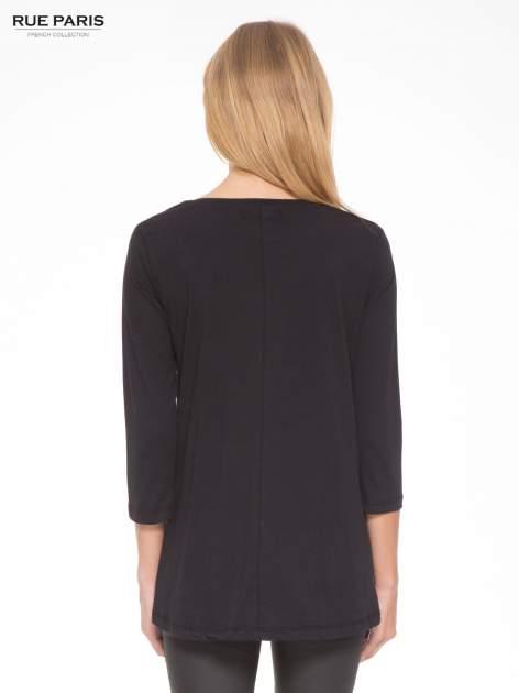 Czarna bluzka o rozkloszowanym kroju z rękawem 3/4                                  zdj.                                  4