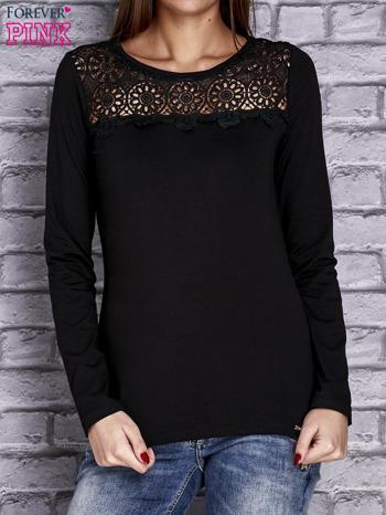 Czarna bluzka z koronkową wstawką                                  zdj.                                  1