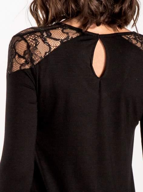Czarna bluzka z koronkowymi wstawkami                                  zdj.                                  7