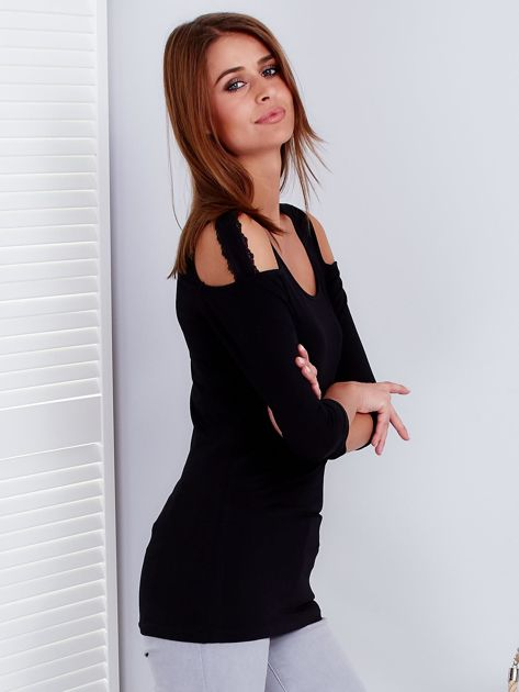 Czarna bluzka z paskami na ramionach                              zdj.                              5