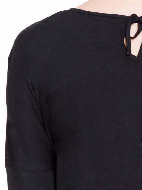 Czarna bluzka z wiązanym oczkiem z tyłu                                  zdj.                                  7