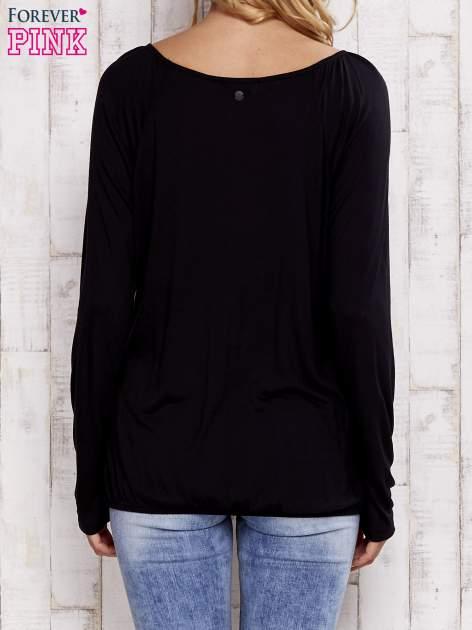 Czarna bluzka ze ściągaczem u dołu                                  zdj.                                  4