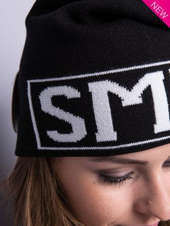 Czarna czapka beanie z kontrastowym napisem SMILE                                  zdj.                                  4
