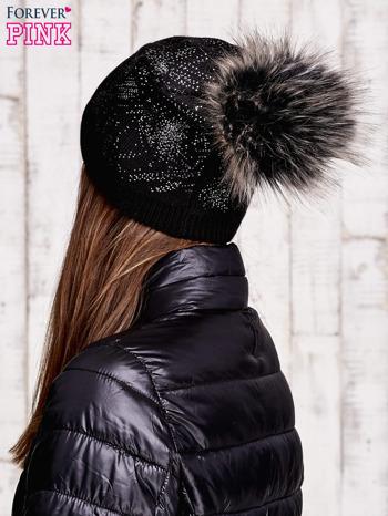 Czarna czapka ze srebrnym nadrukiem i pomponem                                  zdj.                                  3