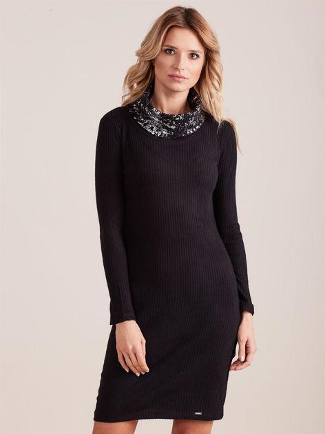 Czarna dopasowana sukienka dzianinowa w prążek z golfem                              zdj.                              1