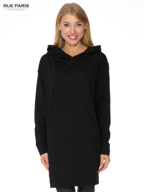 Czarna dresowa bluzosukienka z kapturem i kieszenią typu kangur                                  zdj.                                  1