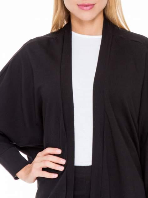 Czarna dresowa otwarta bluza z nietoperzowymi rękawami                                  zdj.                                  5