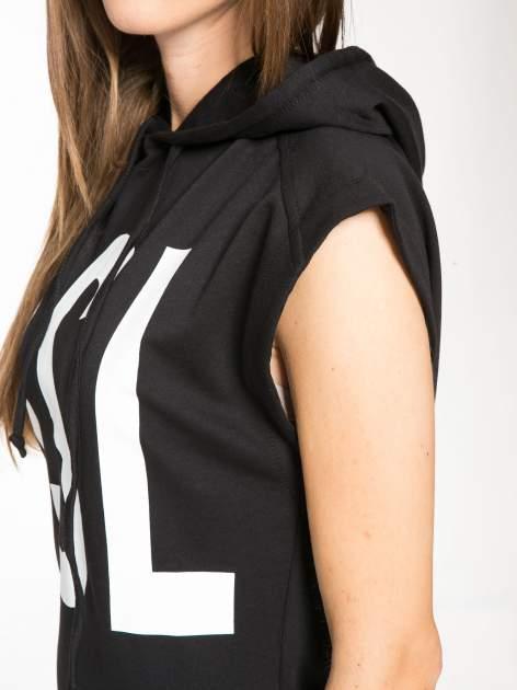 Czarna dresowa sukienka z kapturem i falbaną na dole z napisem BSL                                  zdj.                                  8