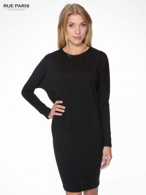Czarna dresowa sukienka z nietoperzowymi rękawami