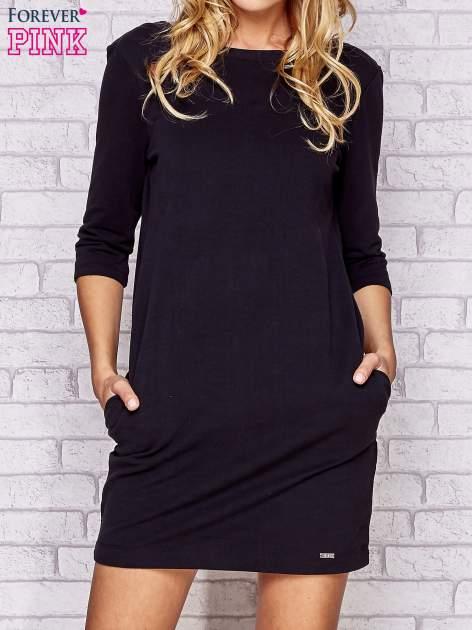 Czarna dresowa sukienka z wiązaniem na plecach