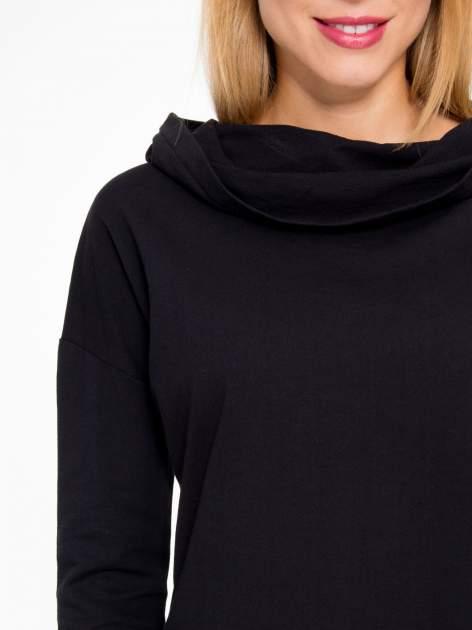 Czarna dresowa tunika z kominokapturem                                  zdj.                                  7