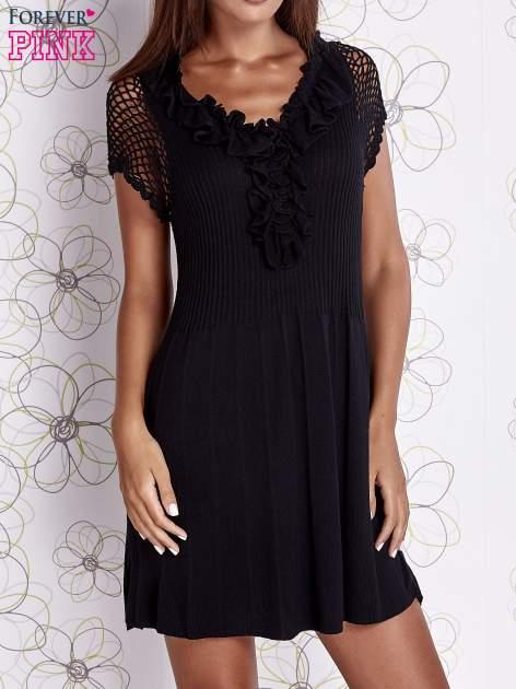 Czarna dzianinowa sukienka z żabotem i ażurowymi rękawami                                  zdj.                                  1