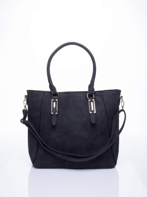 Czarna fakturowana torba z odpinanym paskiem