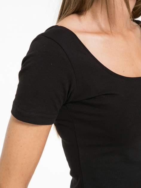 Czarna gładka bluzka typu crop top z głębokim dekoltem                                  zdj.                                  8