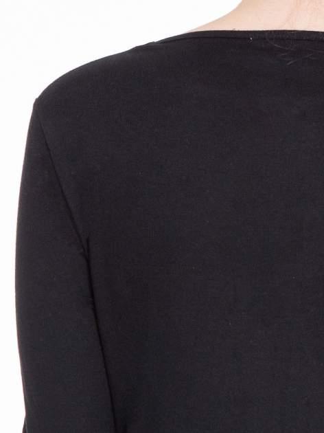 Czarna gładka bluzka z dłuższym tyłem                                  zdj.                                  7