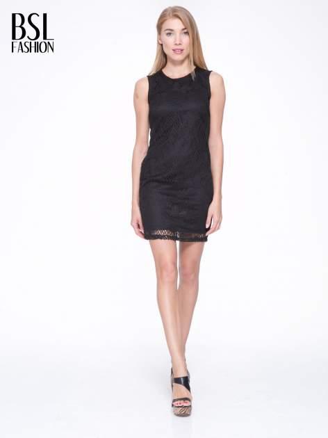 Czarna koronkowa sukienka z wycięciem na plecach                                  zdj.                                  4