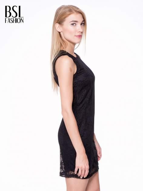 Czarna koronkowa sukienka z wycięciem na plecach                                  zdj.                                  3
