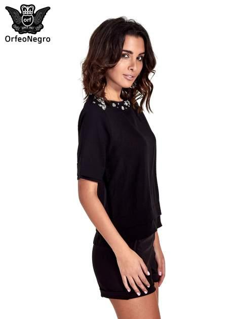 Czarna koszula dwuwarstwowa z biżuteryjnym dekoltem                                  zdj.                                  3