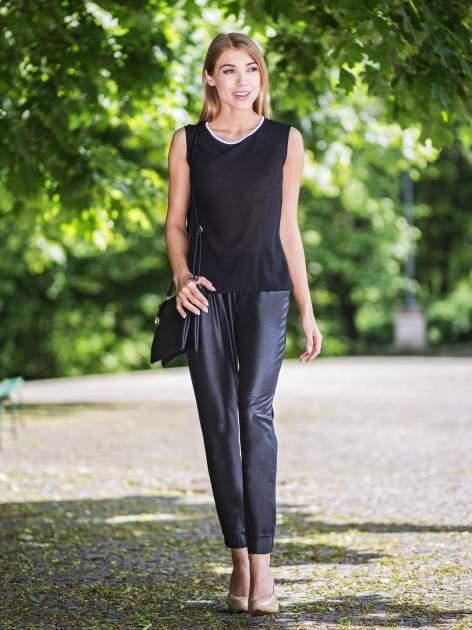 Czarna koszula w kropki z kontrastową lamówką                                  zdj.                                  4