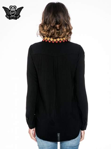 Czarna koszula z haftowanym kołnierzykiem                                  zdj.                                  4