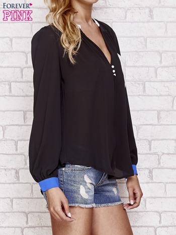 Czarna koszula z kontrastową kieszenią i mankietami                                  zdj.                                  3