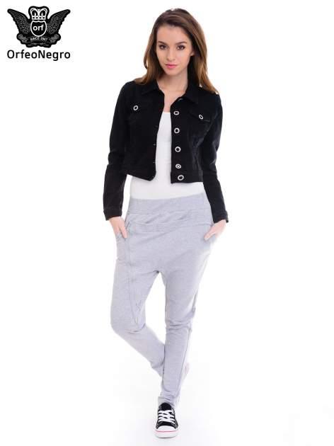 Czarna kurtka jeansowa damska z ozdobnymi guzikami                                  zdj.                                  2