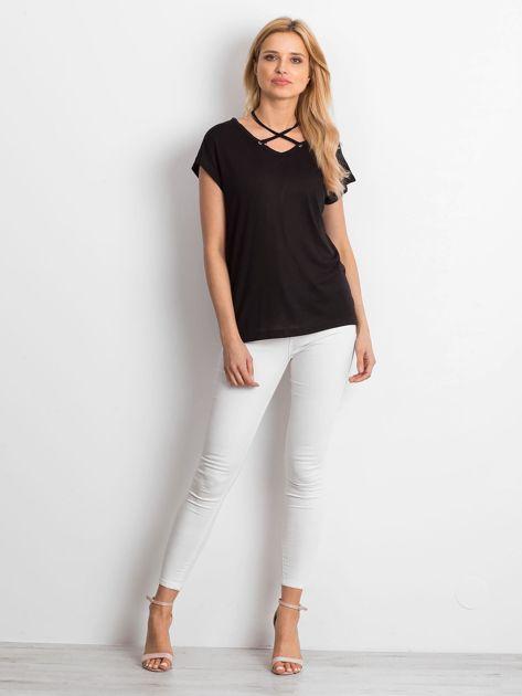 Czarna lejąca bluzka z cienkimi paseczkami                              zdj.                              5