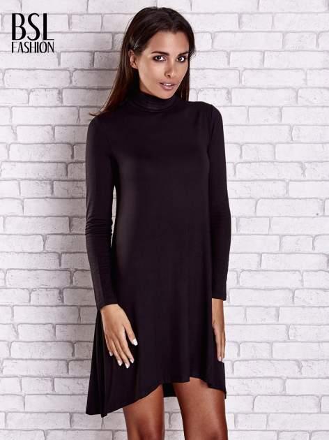 Czarna lejąca sukienka z golfem                                  zdj.                                  4