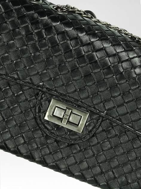 Czarna mała pleciona torebka na łańcuszku                                  zdj.                                  7