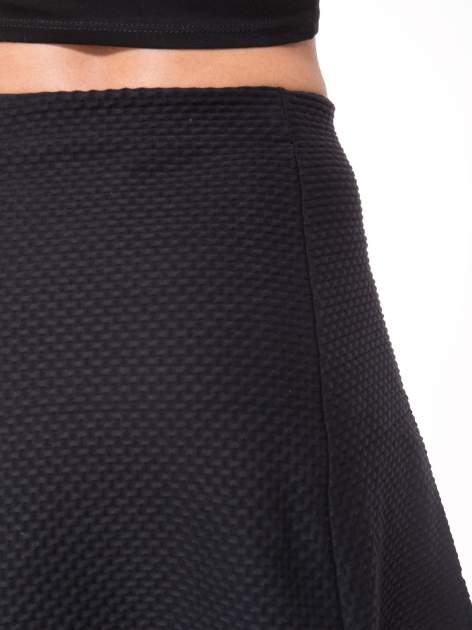 Czarna mini spódnica skater z fakturą                                  zdj.                                  7