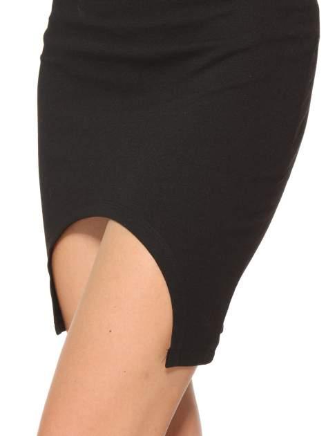 Czarna mini spódnica z wycięciem z przodu                                  zdj.                                  7
