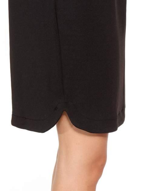 Czarna minimalistyczna sukienka z dekoltem w serek                                  zdj.                                  8