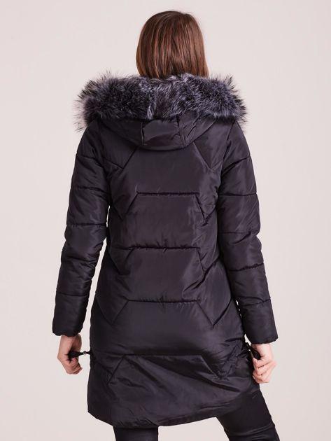 Czarna pikowana kurtka na zimę                              zdj.                              2