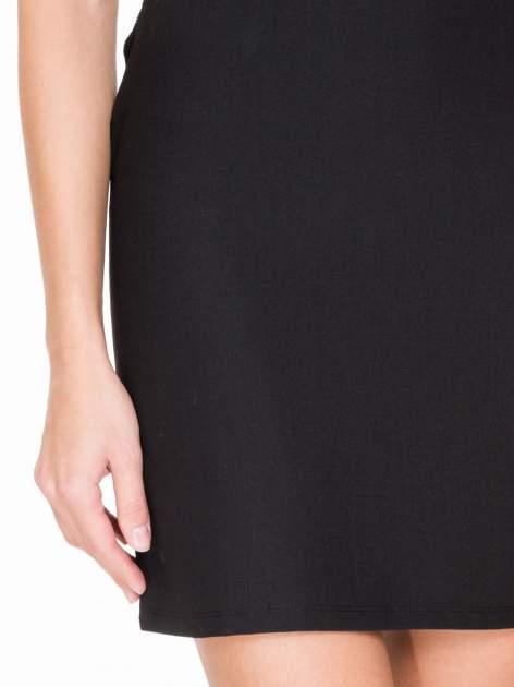 Czarna prosta sukienka z koronką po bokach                                  zdj.                                  6
