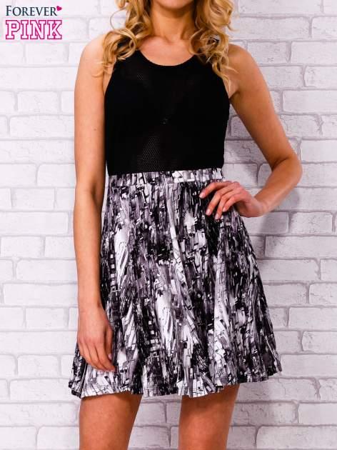 Czarna siatkowa sukienka z grafitowym dołem