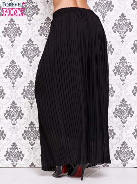 Czarna spódnica maxi plisowana z dżetami w pasie                                   zdj.                                  4