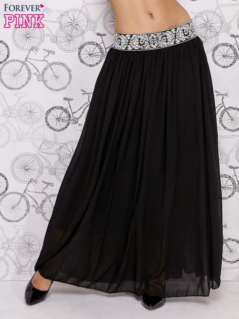Czarna spódnica maxi z wyszywanym paskiem