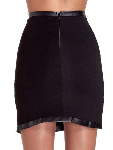 Czarna spódnica tuba ze skórzanymi wstawkami i rozporkiem z przodu                                  zdj.                                  7