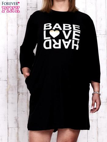 Czarna sukienka dresowa z napisem BABE PLUS SIZE