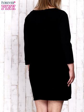 Czarna sukienka dresowa z napisem LOVE PLUS SIZE                                  zdj.                                  4