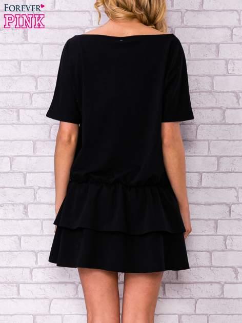 Czarna sukienka dresowa z podwójną falbaną                                  zdj.                                  4