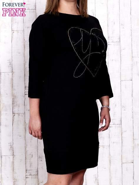 Czarna sukienka dresowa z sercem z dżetów PLUS SIZE                                  zdj.                                  1