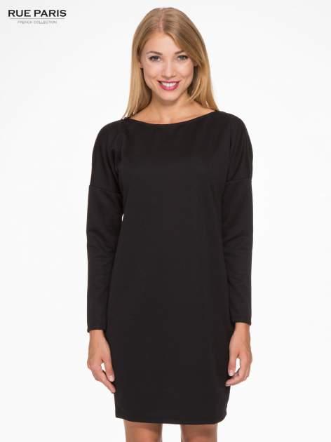 Czarna sukienka oversize z obniżoną linią ramion                                  zdj.                                  1