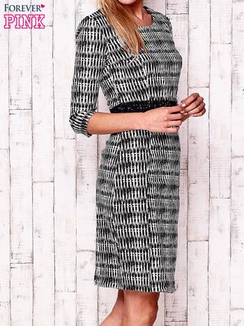 Czarna sukienka w graficzne wzory z koronkową aplikacją                                  zdj.                                  3