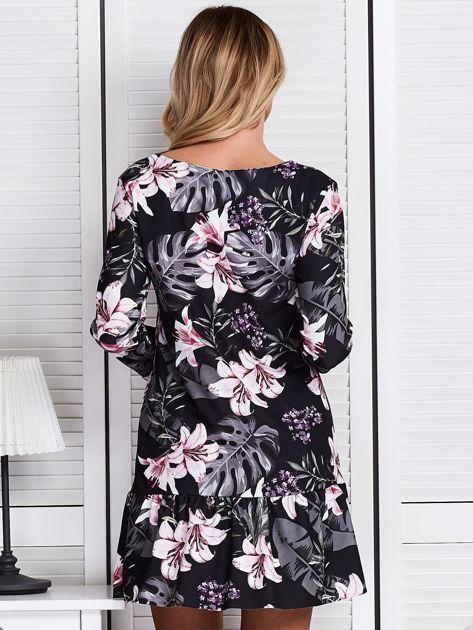 Czarna sukienka w kolorowe kwiaty                              zdj.                              2