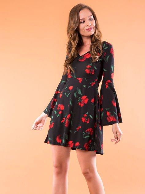 Czarna sukienka w kwiaty z szerokimi rękawami                              zdj.                              1