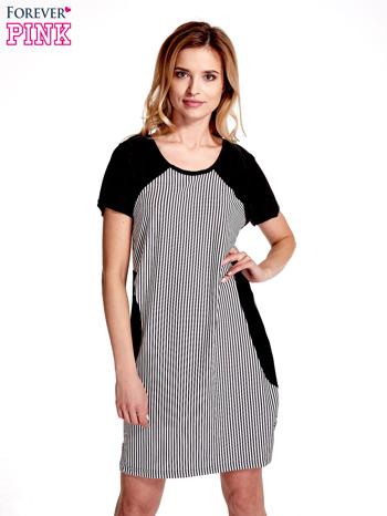 Czarna sukienka w pionowe drobne paski