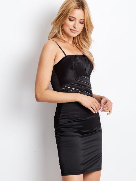 Czarna sukienka z błyszczącą aplikacją                              zdj.                              3